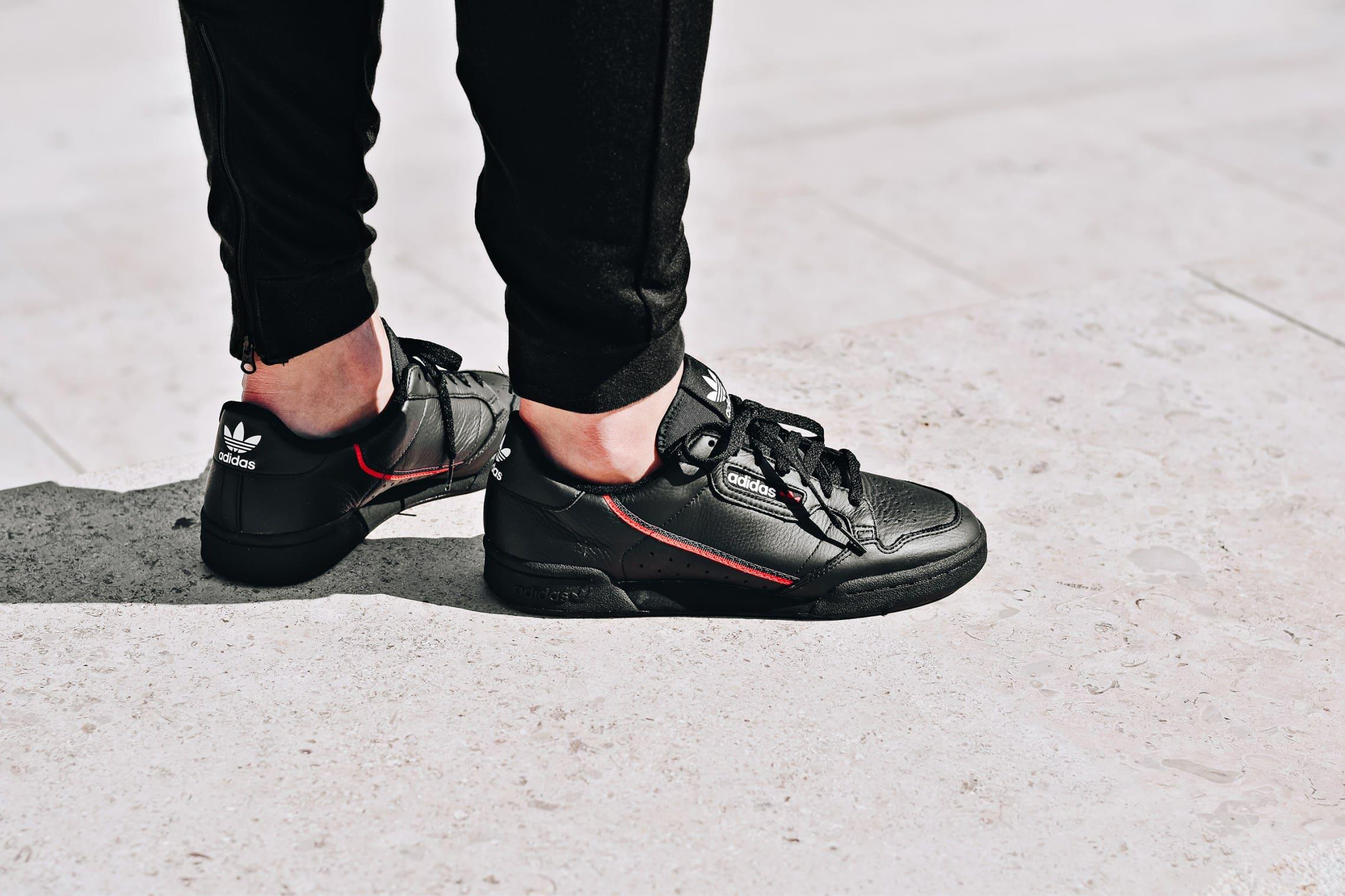 pretty nice 7e3a1 659f6 adidas Continental 80 noire