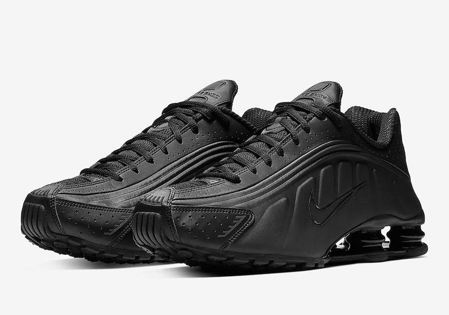 Nike Shox R4 ''Triple Black'' - Sneaker Style