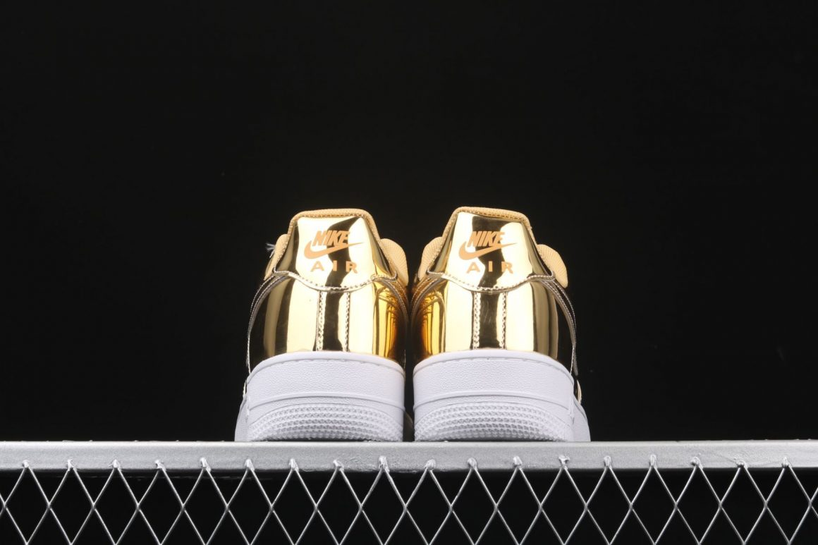Nike WMNS Air Force 1 Low SP ''Metallic Gold''