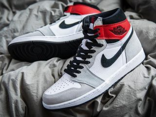 Air Jordan1 Retro High OG ''Light Smoke Grey''