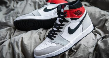 Air Jordan1 Retro High OG ''Light Smoke Grey''