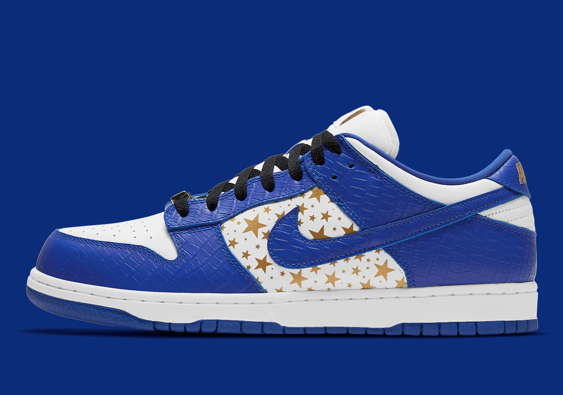 SUPREME x Nike SB Dunk Low ''Hyper Blue'' - DH3228-100