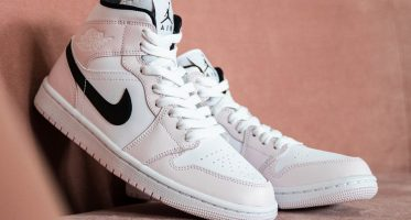 Air Jordan1 Mid WMNS ''Barely Rose''