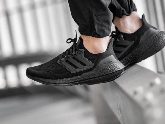 adidas Ultraboost 21 - Triple Black